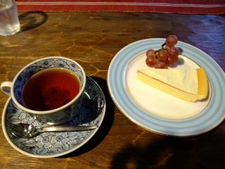ケーキセット 自家製チーズケーキ+紅茶