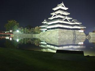 松本城のライトアップ