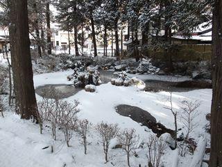 諏訪大社の池